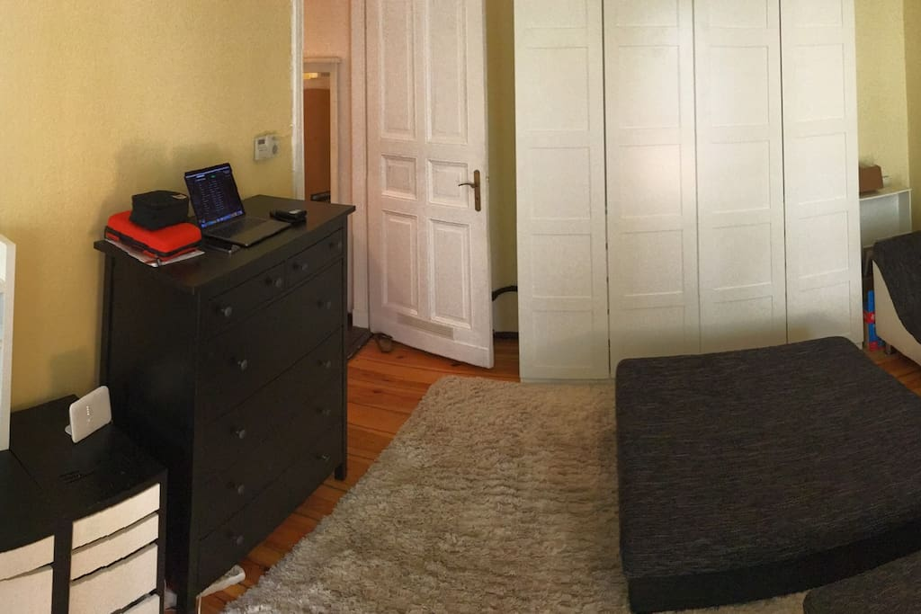 Bed and Living Room / Schlaf- und Wohnzimmer