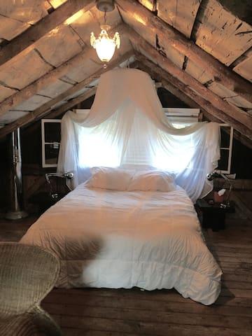 Romantic Rustic/Kool RedBarn,  minifarm New Paltz! - Highland