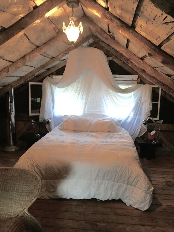 Dreamy White Romantic Queen Bed Loft Bedroom With Netting Too
