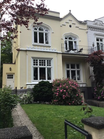 Flat in town house - City & Alster - Hamburgo - Villa