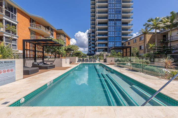 Burleigh's resort style beach front apartment