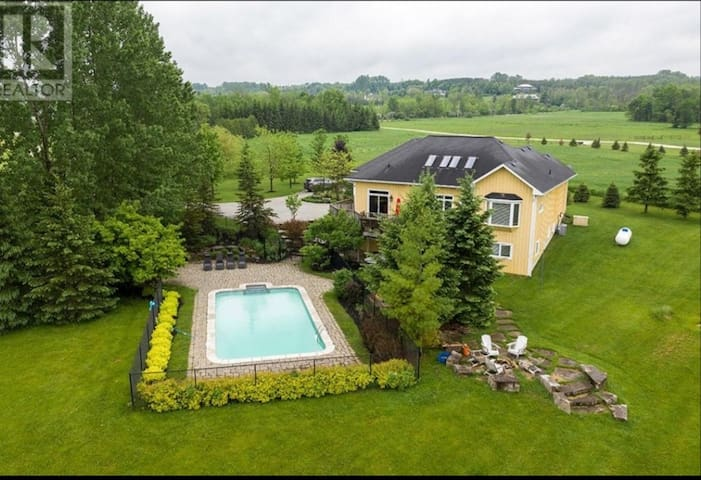 Collingwood Private Country Estate w/ Heated Pool