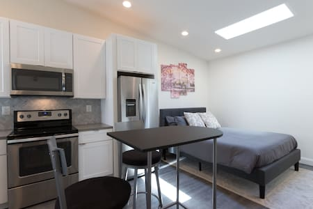 Dupont Circle Studio w/ Full, Brand New Kitchen