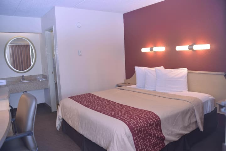 Friendly Double Bed At Good Location