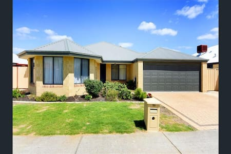 Beautiful house (Room 1) in Bunbury, WA - Dalyellup