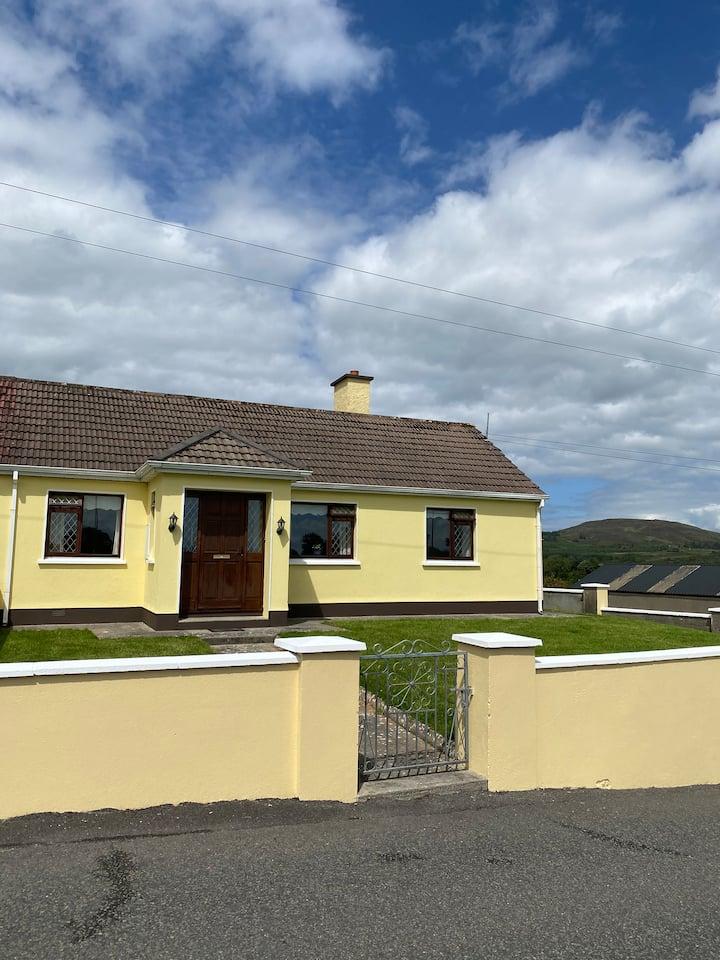 Coolaney, Sligo. Comfortable spacious house/garden