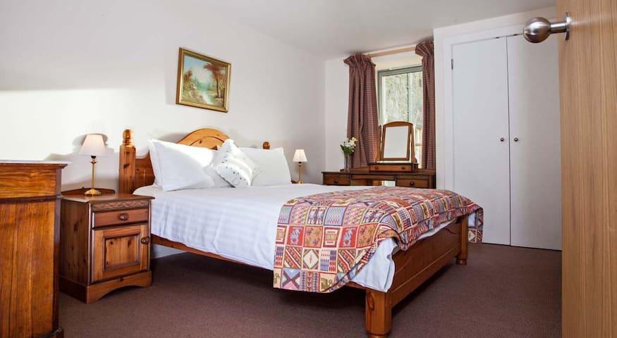Comfortable kingsize bed