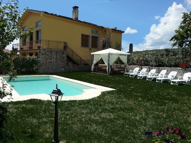 Villa Monticello Holiday Home, Private Pool - Montefegatesi - วิลล่า