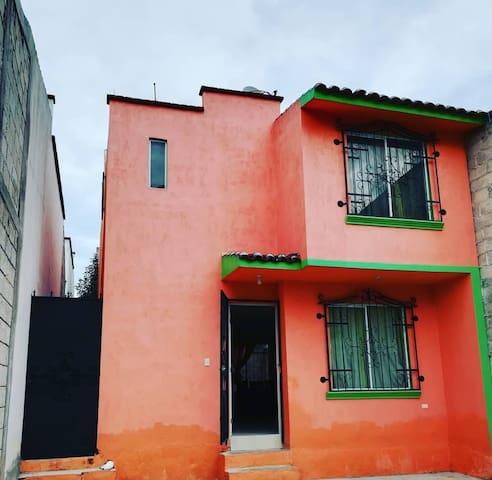 Casa Geogaddi, cuartos en vecindario seguro