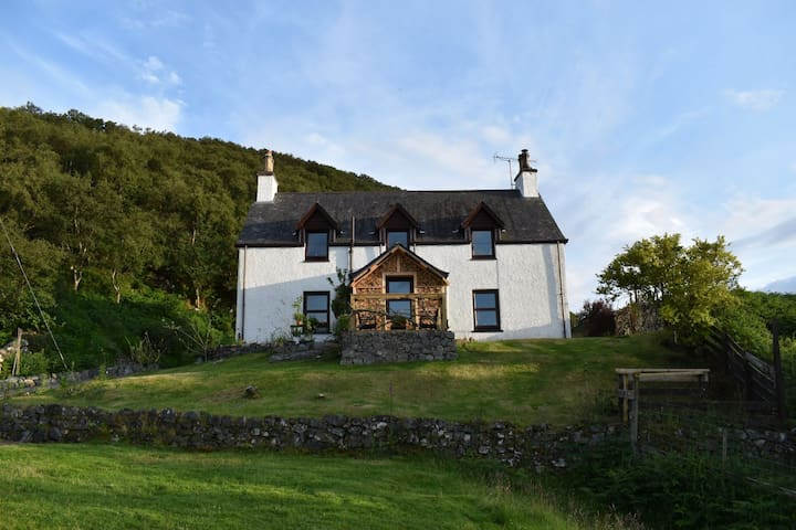 Ardmore House - a beautiful cosy Highland home
