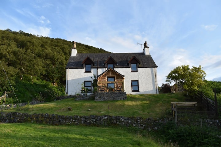 Ardmore House,  a cosy highland home, Bedroom 2.