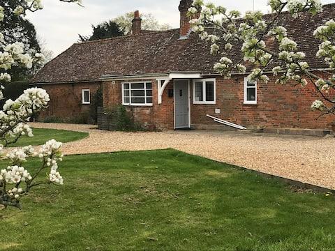 Hampshire Cottage set in a private, quiet village