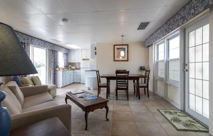 Clairfont Guest Apartments (Apt. 7) Near Beaches