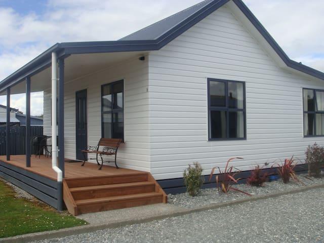Amberlea Cottage D, Hokitika - Hokitika