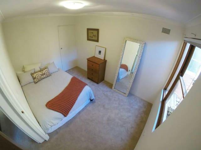 Spacious Bedroom in Quiet Area