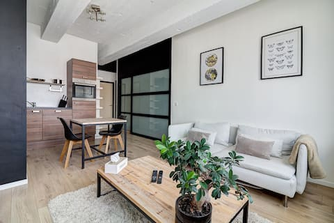 Modern apart in city center! Free parking