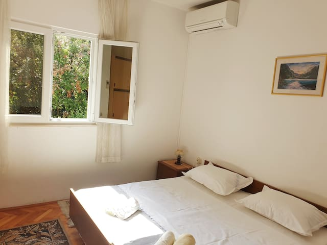 Bayview Rooms & Apartments - Room #1