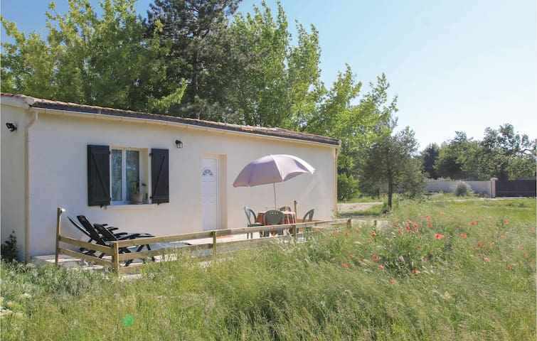 Holiday cottage with 1 bedroom on 40m² in L'Isle Sur Sorgue