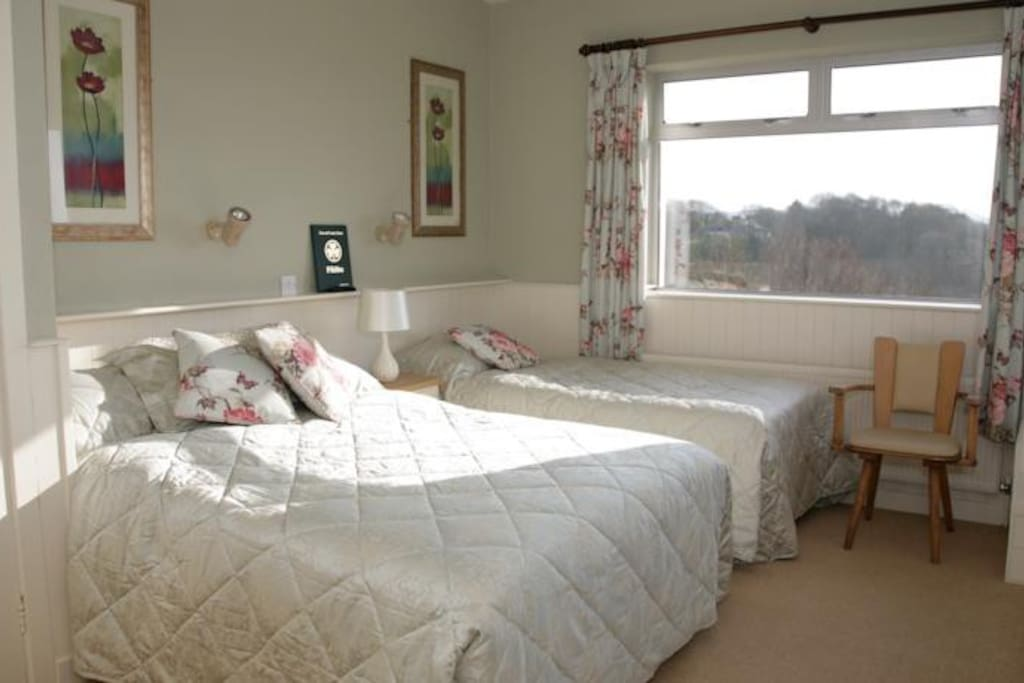 Double and single bed ensuite