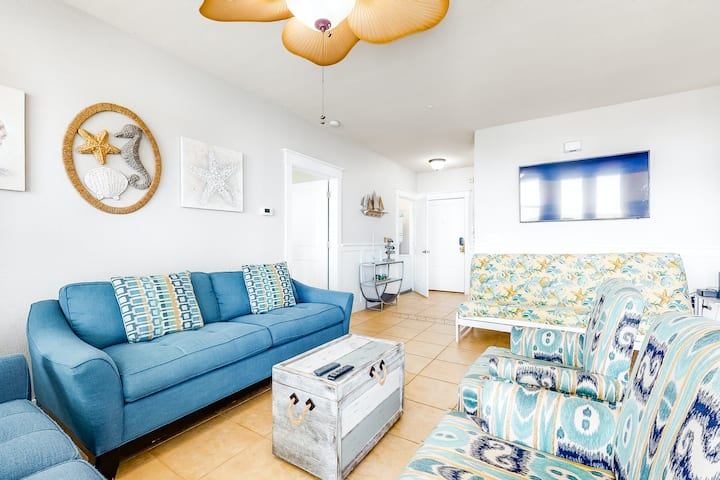 Dog-friendly condo w/ shared pool, hot tub, & ocean views!