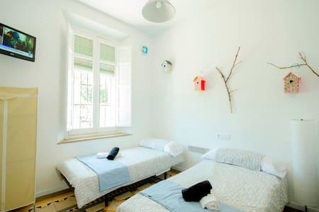 Private room in village, 300m of Beach, terrace: 1 - Malaga - Villa