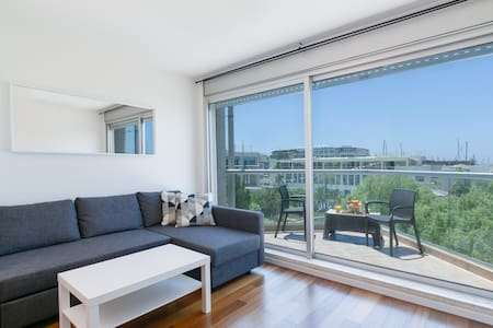 NEWLY renovated 1BR w Balcony - 'Marina Village'