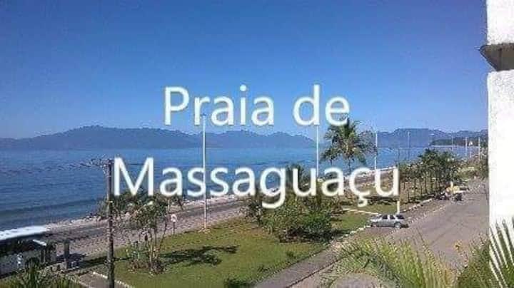Pé na Orla da Praia de Massaguaçu.