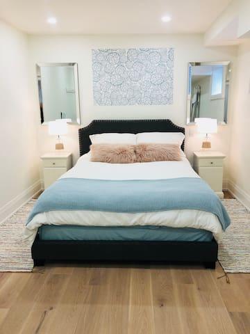 Modern Parkdale Guest Suite - Private Entrance!