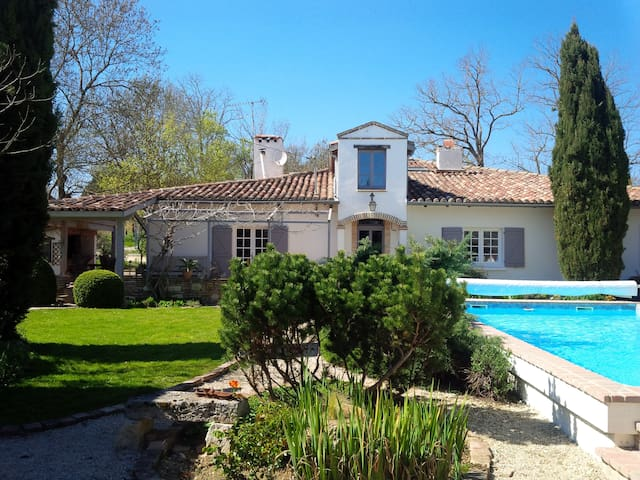 Family friendly farmhouse with private pool - L'Isle-Jourdain - Casa
