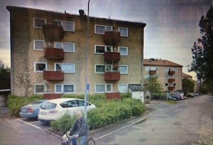 Egen lägenhet två rum och kök med balkong
