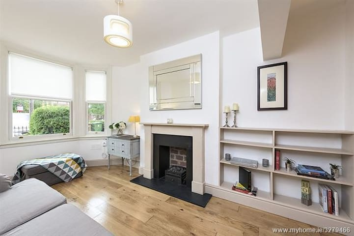 Beautiful Bright & Cosy 2 Bedroom House, Dublin 4 - Ringsend - Hus