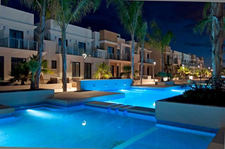 Аппартаменты с видом на каскад бассейнов