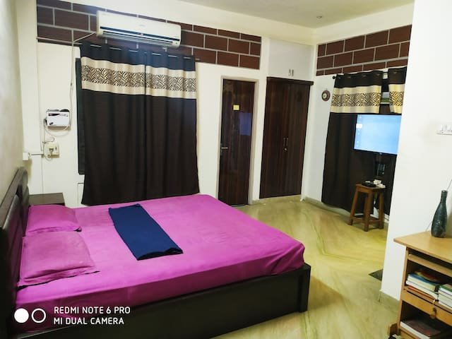 Seperate entrance/ AC Deluxe room/with Garden