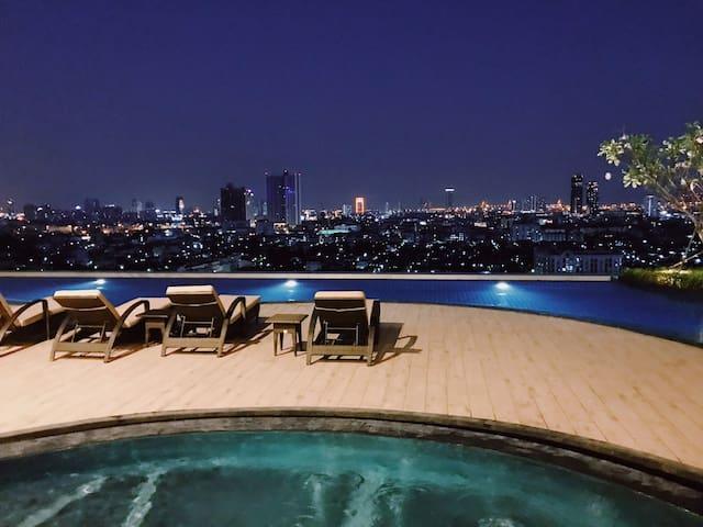 B08/中央生活区/湄南河畔浪漫风光/360度泳池环绕/五星级豪华公寓/本地美食聚居地