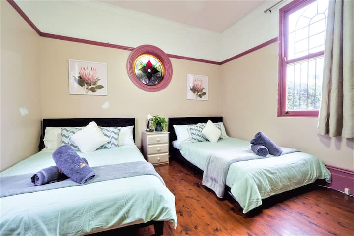 Quiet Quadruple Private Room In Strathfield 3min to Train Station sleeps 4b