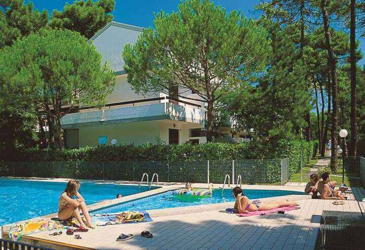 apt for 5+1 persons with pool in Lignano R68211