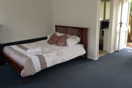 Auckland private room with ensuite - Auckland - Rumah