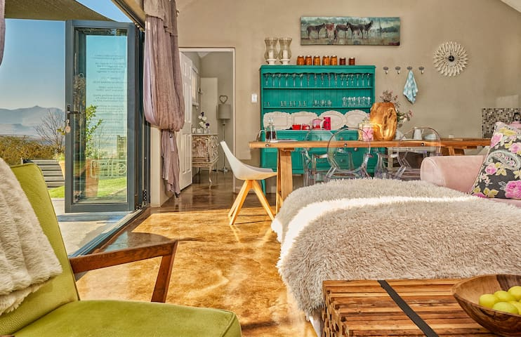 Lola's Luxury Self- Catering Accommodation - Clarens - Hus
