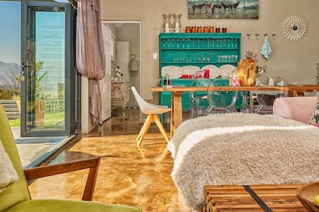 Lola's Luxury Self- Catering Accommodation - Clarens