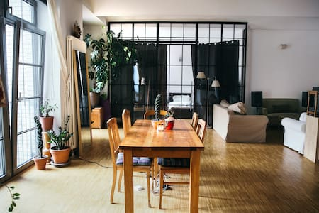 Huge Loft Apartment on exclusive street by canal - Berlin - Loft