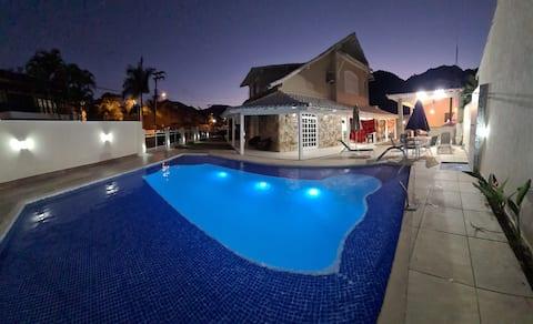 Magnífica Casa de frente a Praia de Garatucaia