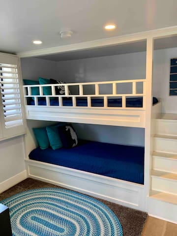 Second bedroom, great built in bunkbeds, kids love them and large enough for adults