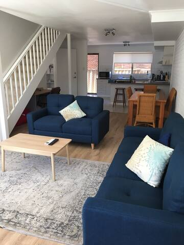 Living, dining and kitchen. Seats 6.