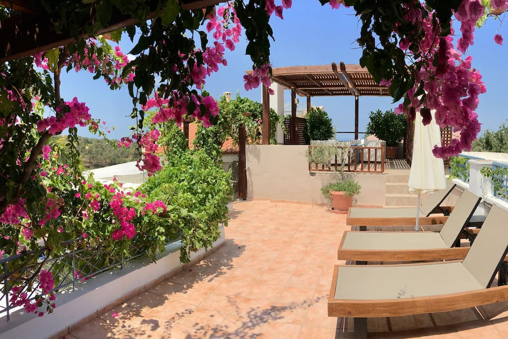 Panoramic sea views from Villa Kallergi Athena's roof garden. Villa Kallergi Athena&Nefeli are two completely independent private villas with no sharing spaces between them separated by a cobblestone alley.