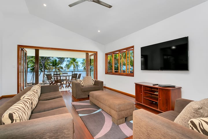 Reeflections Beachfront House