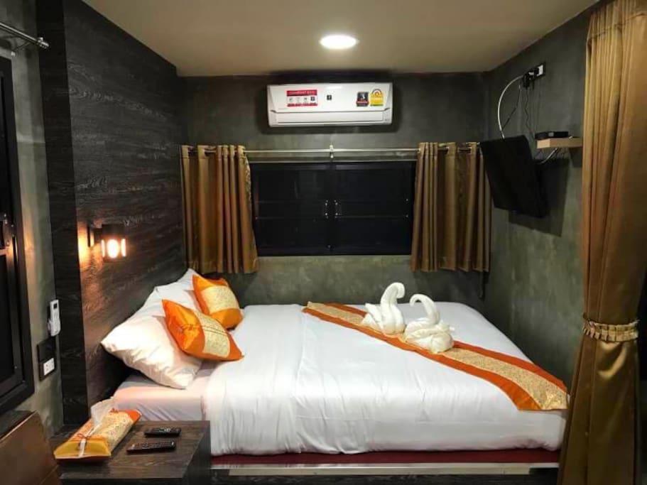 ห้องพักหรูตู้คอนเทนเนอร์ เตียงใหญ่ มีวิวสาธารณะ 599 บาท