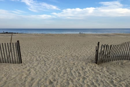 Newly renovated beach house, walk to the beach - Manasquan