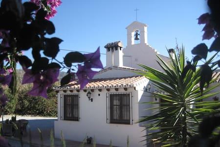Escuela La Crujia B&B Avocado Room - Vélez-Málaga - Bed & Breakfast