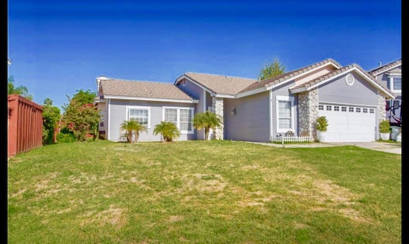 Simple, quiet home near Wine Country (Rm 812)