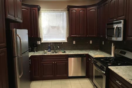 3Br + 2.5 Bath Villa available with work space - Sacramento - Villa